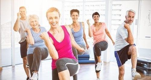 Sport kann gegen das Restless-Legs-Syndrom helfen.
