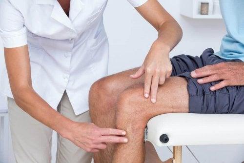 schmerzende Knie Arzt