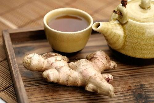 Tee mit Ingwer und Zimt