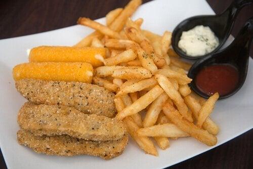 Viele Lebensmittel, die wir im täglichen Leben essen, enthalten Transfettsäuren, die die Blutgefäße verstopfen können.