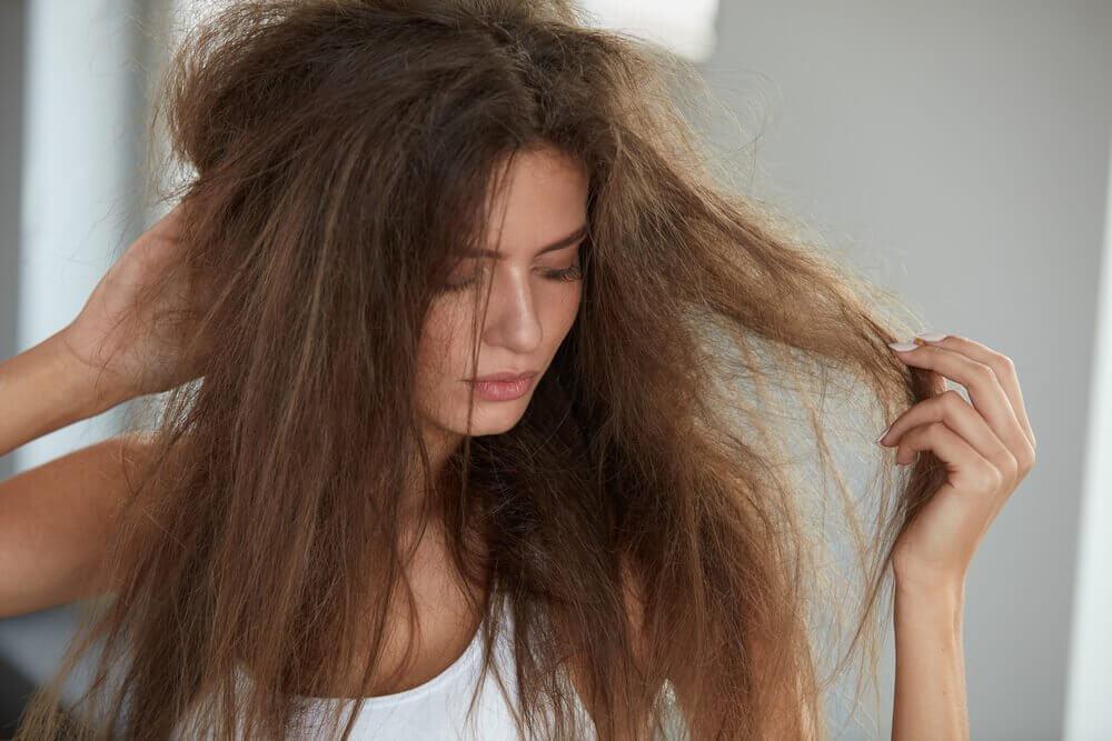 5 Naturmittel, um dein Haar mit Feuchtigkeit zu versorgen