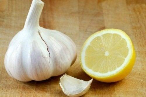Roher Knoblauch auf nüchternen Magen zur Gewichtsreduktion
