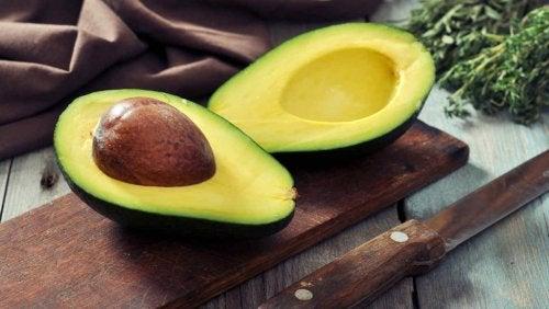 Avocados sind tolles Obst für die Haut.