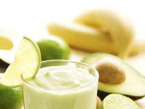 Avocadosmoothies mit Bananen