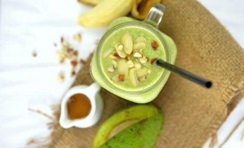 Avocadosmoothies mit Nüssen