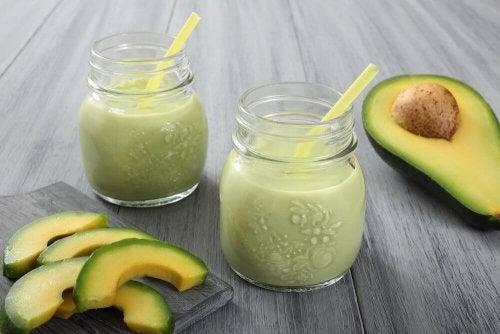 Avocadosmoothies mit Naturjoghurt