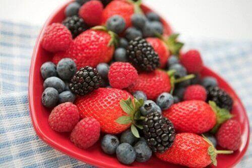 Beeren und Obst für die Haut
