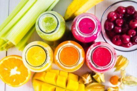 Farbenfrohe Smoothie-Rezepte für jeden Wochentag