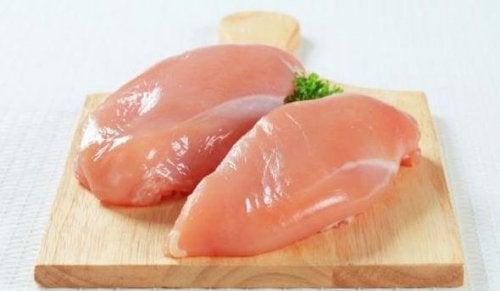 Hühnerfleisch für asiatische Reispfanne