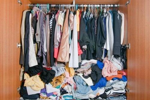 schlechte Gerüche im Kleiderschrank