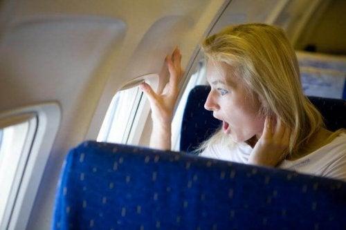 Man sollte probieren seine Angst unter Kontrolle zu halten um Flugangst zu bekämpfen