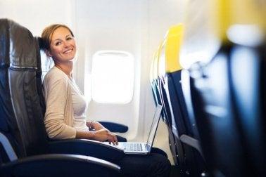 Man sollte sich auf die Bewegungen eines Flugzeugs einstellen um Flugangst zu bekämpfen