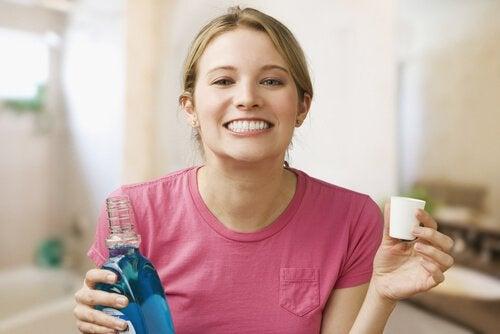 entzündetes Zahnfleisch verhindern mit Zahnspülung