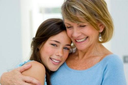 Mutter und Tochter akzeptieren Homosexualität