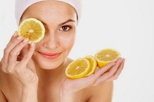 Orangen und anderes Obst für die Haut