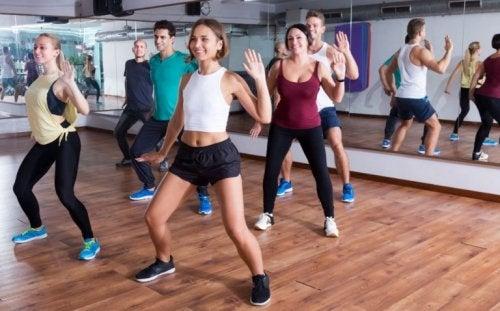 aerobes Training im Fitnesscenter