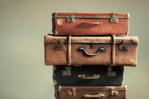 alte Koffer für ausgefallene Nachttisch-Designs