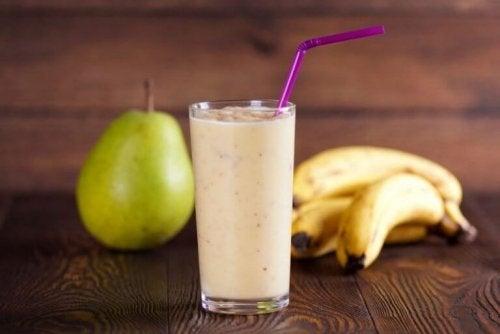 Leckere Rezepte für Hafermilch-Smoothies mit Banane und Birne