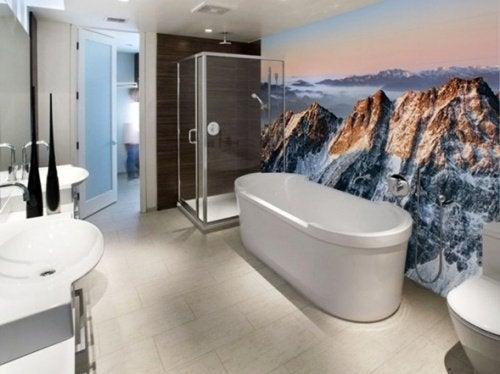 Bad in minimalistischen Wohnungen