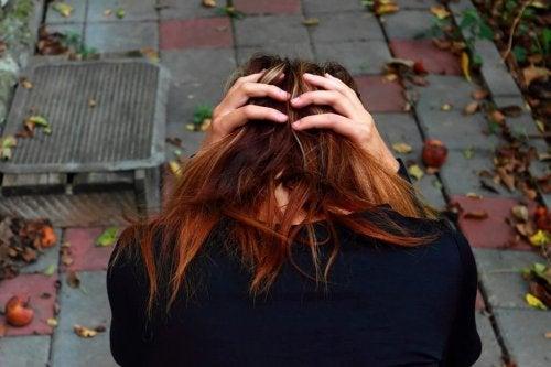 Emotionale Abhängigkeit vom Partner und verschiedene Arten von Trennungen