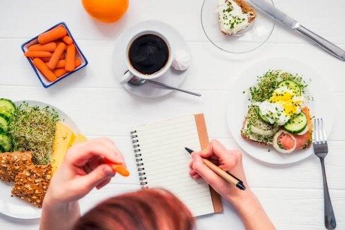 Mit 5 Mahlzeiten täglich die Sucht nach Essen in den Griff bekommen