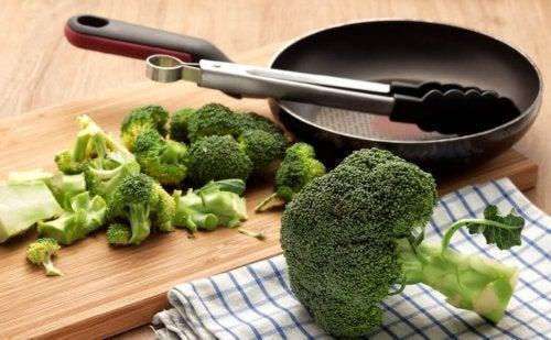 Rezepte mit Kurkuma: Gebratener Brokkoli mit Zitrone