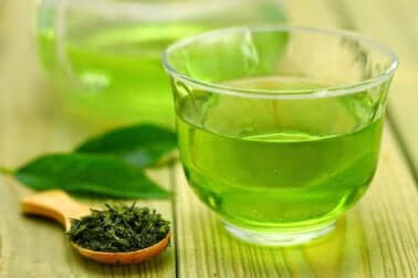winterliche Lebensmittel: grüner Tee