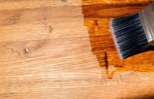 Holzboden behandeln