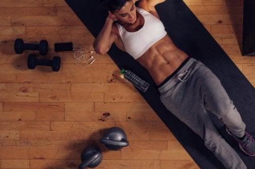 Bauchmuskeltraining und andere körperliche Betätigungen