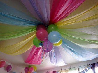 Ballons und Stoff zur Dekoration