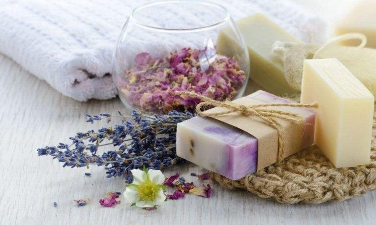 3 natürliche Seifen, die du zu Hause machen kannst