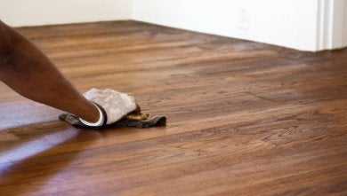 Wie du Striche auf dem Boden ganz einfach loswerden kannst