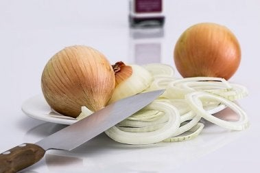 Zwiebel als Mittel zur Beruhigung von Nesselsucht