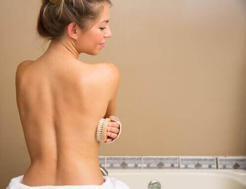 5 übliche Fehler in der Dusche, Schwämme