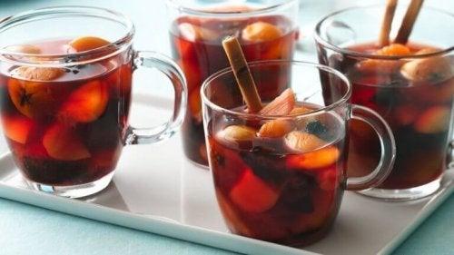 Traditionelle alkoholfreie Punsch-Rezepte für Weihnachten