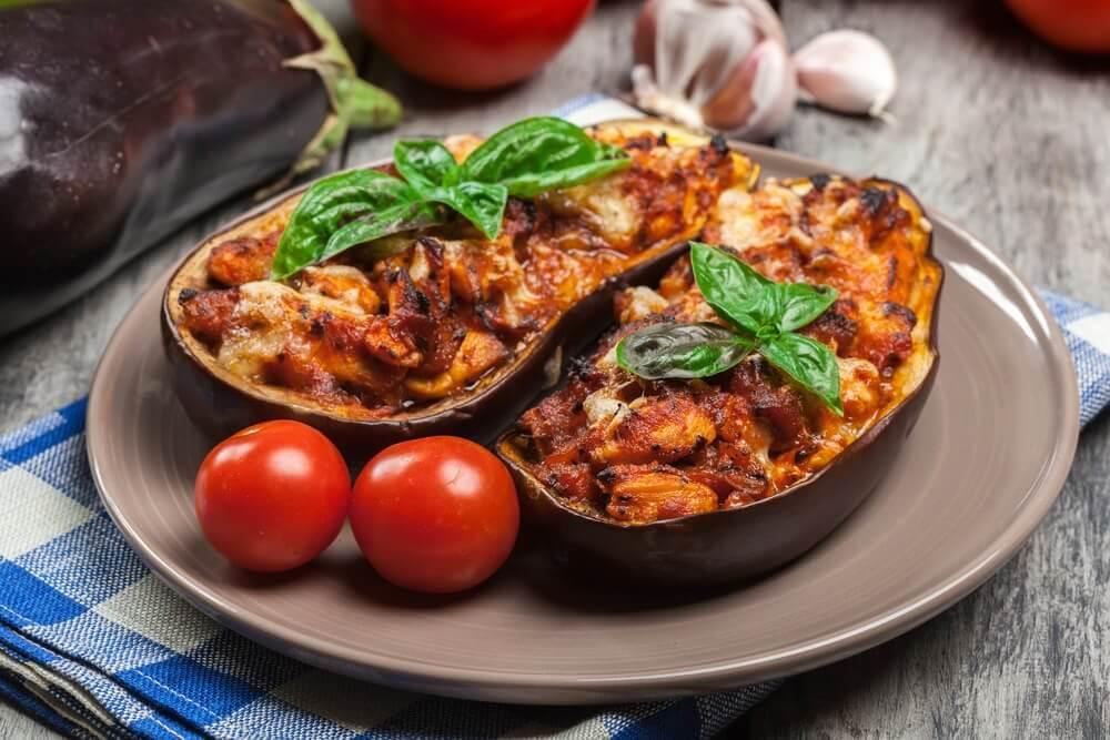 Gefüllte Auberginen: mit Fleisch und vegetarisch