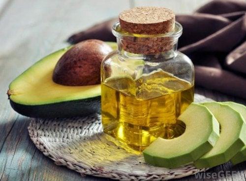 Avocado und Arganöl sind gute Hausmittel gegen Spliss