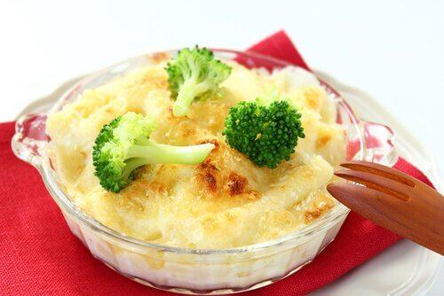 Rezepte mit Brokkoli: mit Käse überbacken