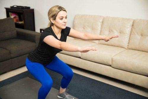 Bulgarische Kniebeugen sind tolle Muskelaufbau-Übungen für deine Beine