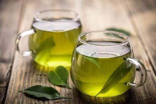 Grüner Tee gegen dunkle Augenringe