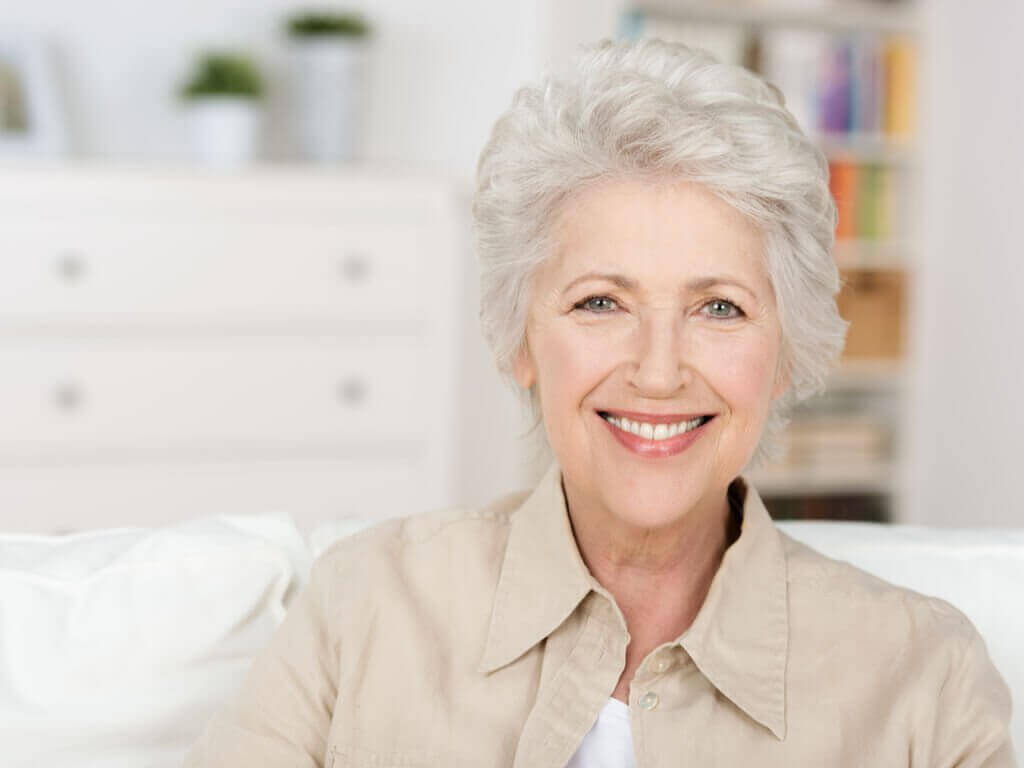 Graues Haar im Alter – Ästhetik und Reife