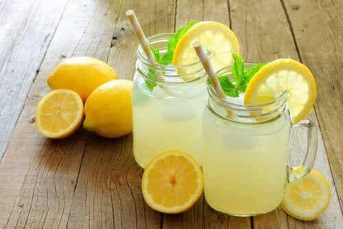 8 Vorteile von Zitronen und Zitronenlimonade