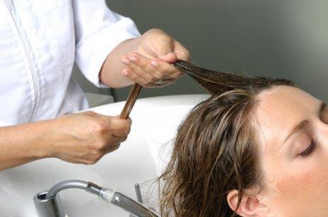 Kopfhautmassagen verleihen deinen Haaren unglaublich viel Volumen