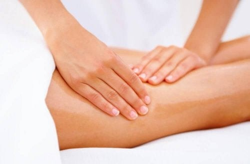 Massage macht straffe Oberschenkel