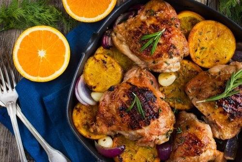 Ofenhuhn mit Orangen und Rosmarin