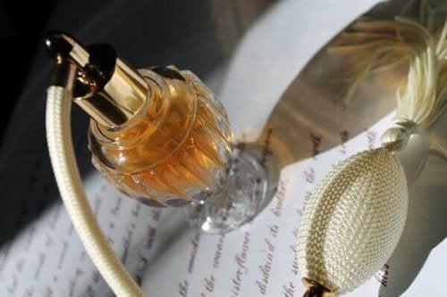 4 praktische Verwendungen für leere Parfümfläschchen