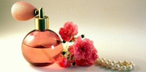 Parfümfläschchen mit Röschen