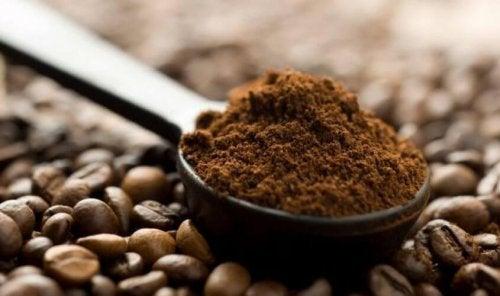 Peeling gegen Dehnungsstreifen enthält Kaffee