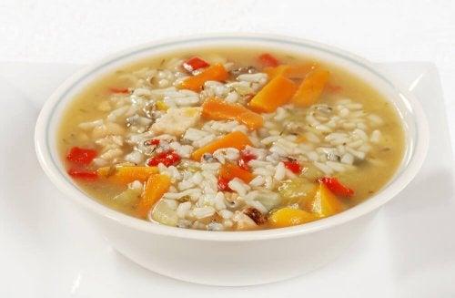 Gemüsesuppe mit Reis für Durchfallkranke
