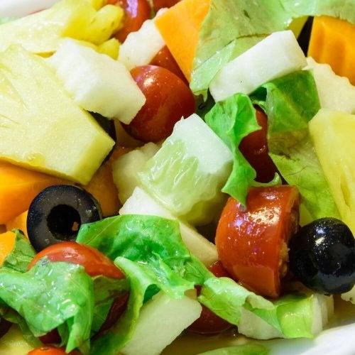 3 Salate mit Ananas - perfekt für dein Abendessen